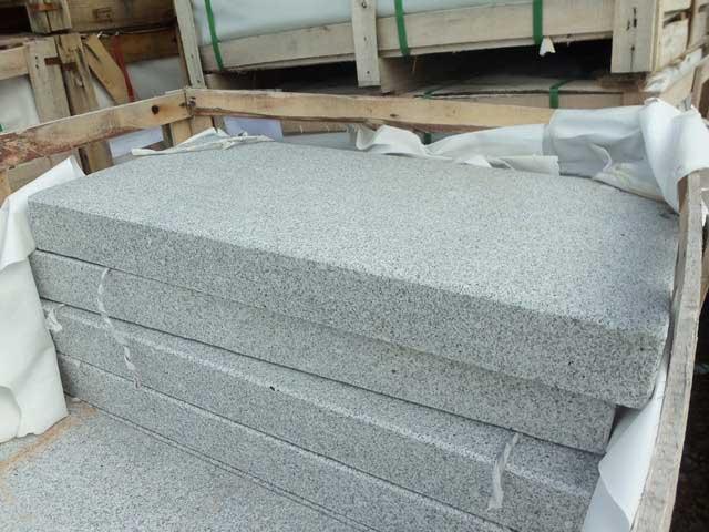 Granitpalisaden grau, geflammt